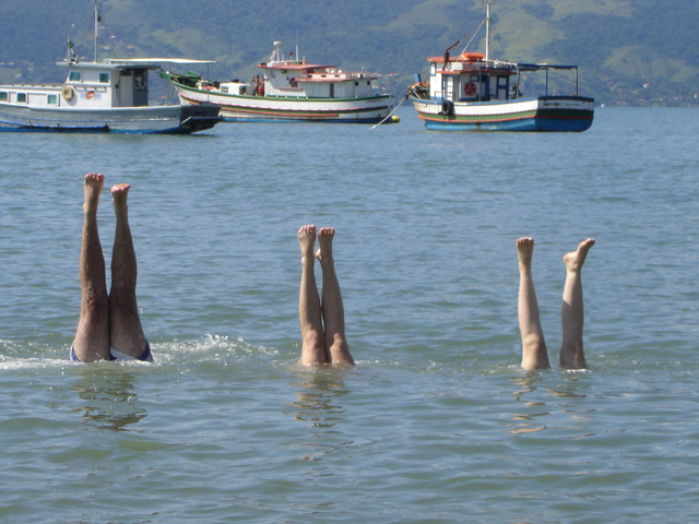 Amateur syncronized swimming, or is it synchronized drowning? Photo by Beatriz Chaim via Freeimages